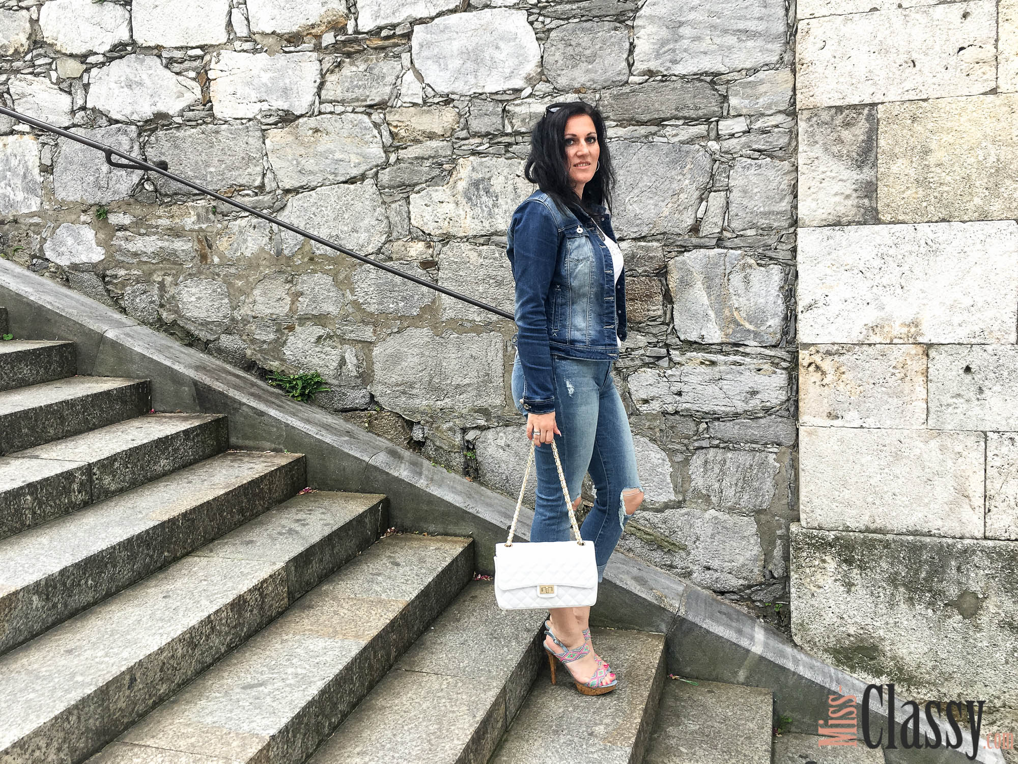 Destroyed Jeans in the City - Graz - Guess - High Heels - Jeansjacke - Burberry Sonnenbrille