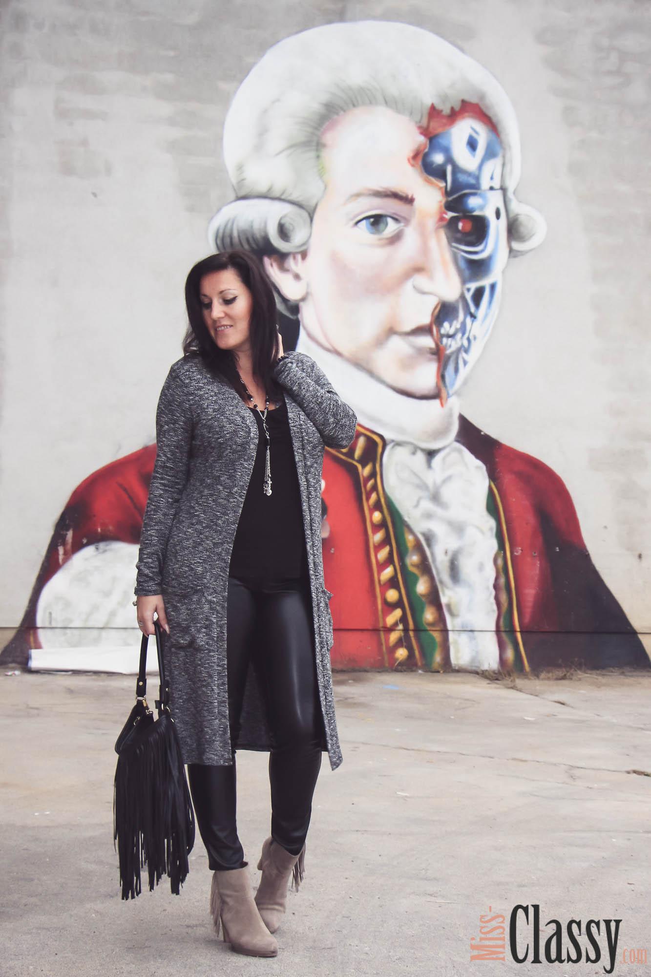 OUTFIT Schwarze Lederhose, grauer Longcardigan und beige Fransenboots - Fransentasche - Graz - Steiermark - Graffiti - Kunst - Art