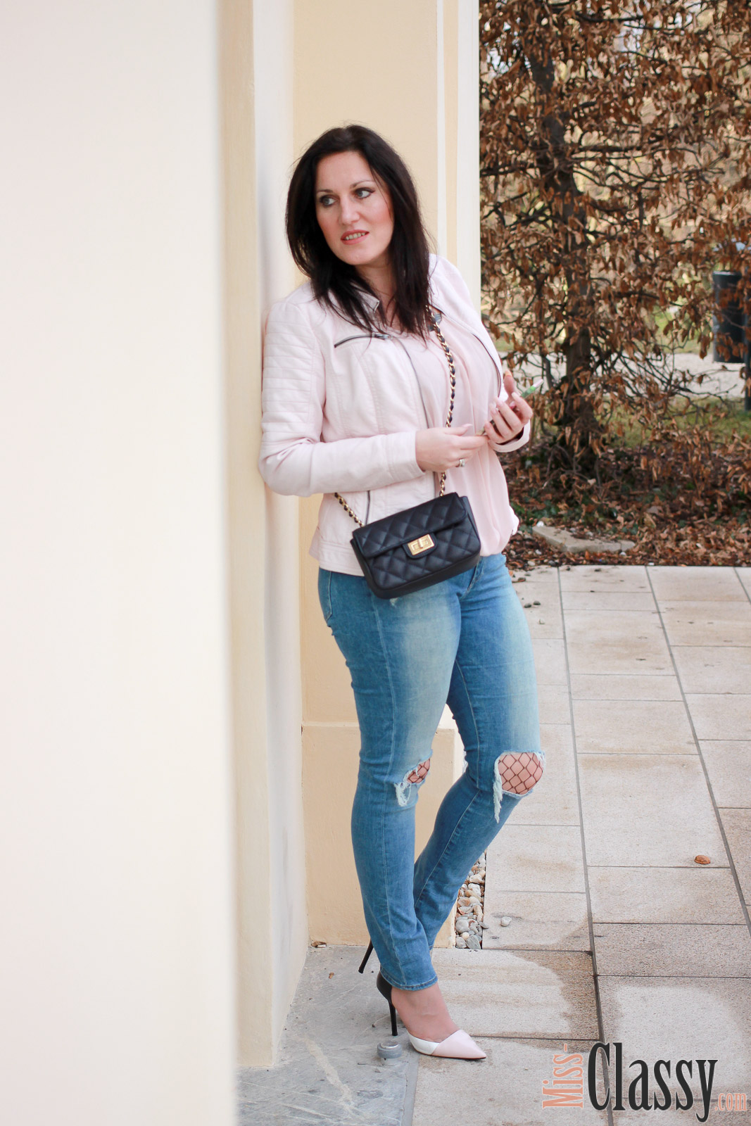 outfit fr hlingsoutfit mit rosa lederjacke 7 girls 7 styles miss classy. Black Bedroom Furniture Sets. Home Design Ideas