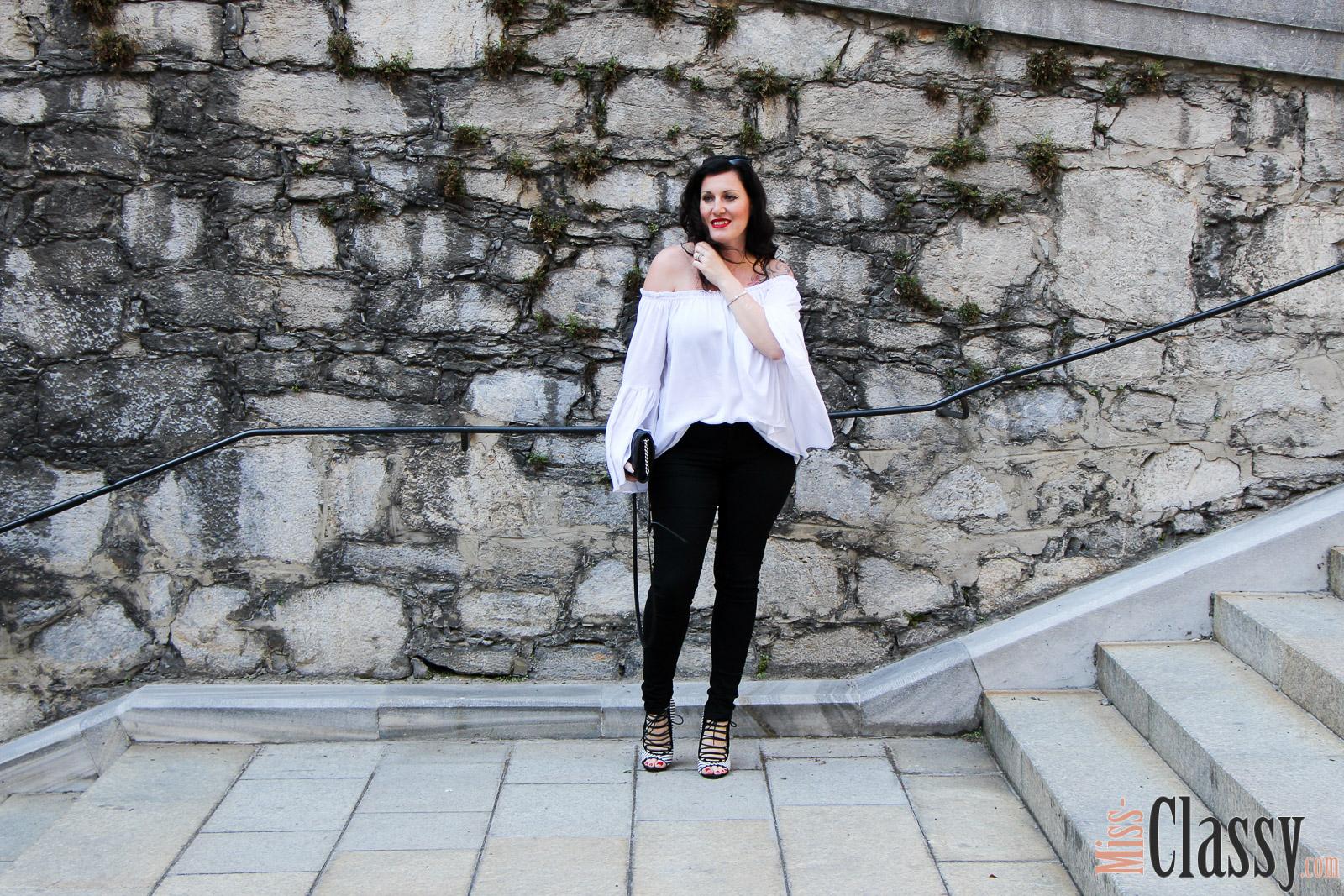 OUTFIT Black & White – 7 Girls 7 Styles, Miss Classy, miss-classy.com, Fashionblog, Fashionblogger, Fashionblog Graz, Lifestyleblog Graz, Graz, Steiermark, Österreich, classy, beclassy, classy Fashion, Outfit, Style, Fashion, Mode, OOTD, Schwarz & Weiß, Black & White Outfit, Off-Shoulder Bluse Shein, Schwarze Jeans von Esprit, High Heels von Zara, Lippenstift MAC, MAC Life's Blood, MAC Cosmetics, Clutch Michael Kors, Blogparade, Sonnenbrille Burberry
