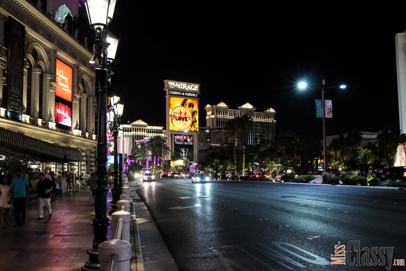 TRAVEL Viva Las Vegas, Miss Classy, miss-classy.com, Lifestyleblog, Lifestyleblogger, Lifestyleblog Graz, Travelblog, Travelblogger, Graz, Steiermark, Österreich, classy, beclassy, Reise, Travel, Wanderlust, Wayfarer, USA, Westküste, Roadtrip, Las Vegas, Nevada, The Strip, The LINQ, Hard Rock Hotel, Casino, Welcome to fabulous Las Vegas
