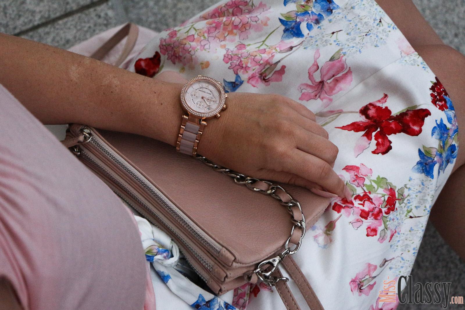 OUTFIT Rosa Ton in Ton - 4Stylez4U, Miss Classy, miss-classy.com, Fashionblog, Fashionblogger, Fashionblog Graz, Lifestyle Blog Graz,Lifestyleblog, Graz, Steiermark, Österreich, classy, beclassy, classy Fashion, Outfit, Style, Fashion, Mode, OOTD, Lippenstift MAC, MAC Cosmetics, High Heels, Zara, rosa Lederjacke, rosa Handtasche, Pilotenbrille, Sonnenbrille, rosa Top, Choker, Rock mit Blumenprint, Orsay, Blogparade, 4Stylez4U, Michael Kors Armbanduhr