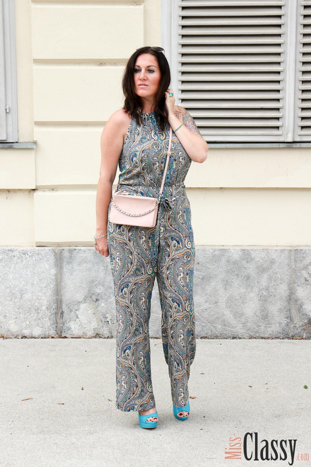 OUTFIT Jumpsuit mit Muster und tu00fcrkisen High Heels - Miss Classy