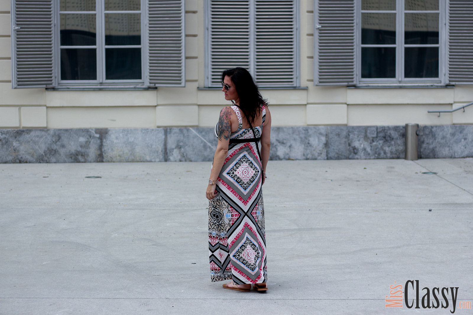 OUTFIT Sommerliches Maxikleid, Miss Classy, miss-classy.com, Fashionblog, Fashionblogger, Fashionblog Graz, Lifestyle Blog Graz, Lifestyleblog, Graz, Steiermark, Österreich, classy, beclassy, classy Fashion, Outfit, Style, Fashion, Mode, OOTD, Lippenstift MAC, MAC Cosmetics, Flip Flop, Pilotenbrille, Sonnenbrille, Clutch, Michael Kors. Comma, Maxikleid, Sommerkleid, Sommerliches Maxikleid, Maxikleid von comma mit dekorativem Allover-Print, Blogparade, 7 Girls 7 Styles