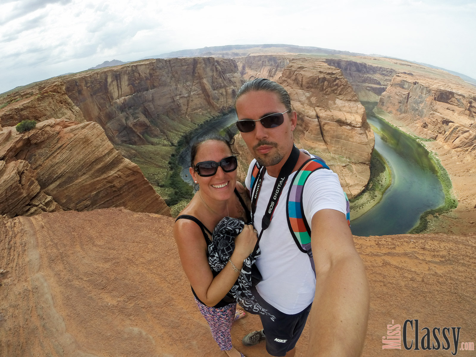TRAVEL Antelope Canyon, Horseshoe Bend und Lake Powell, Miss Classy, miss-classy.com, Lifestyleblog, Lifestyleblogger, Lifestyleblog Graz, Travelblog, Travelblogger, Graz, Steiermark, Österreich, classy, beclassy, Reise, Travel, Wanderlust, Wayfarer, USA, Westküste, Roadtrip, Utah, Page, Horseshoe Bend, Lake Powell, Antelope Canyon, Upper Antelope Canyon, Glen Canyon Dam, Carl Hayden Visitor Center, Lone Rock Beach am Lake Powell