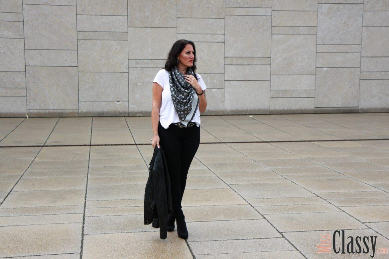 OUTFIT Herbstaccessoir, Monogram Denim Tuch von Louis Vuitton - 7 Girls 7 Styles, Miss Classy, Fashion Blog, Lifestyle Blog, Graz, Österreich, classy, beclassy, classy Fashion, edel, rassig, stilvoll, nobel, elegant, Outfit, Style, Fashion, Mode, Herbstaccessoir, Monogram Denim Tuch von Louis Vuitton, Lederjacke Hallhuber, Pumps s'Oliver, schwarze Jeans Vero Moda
