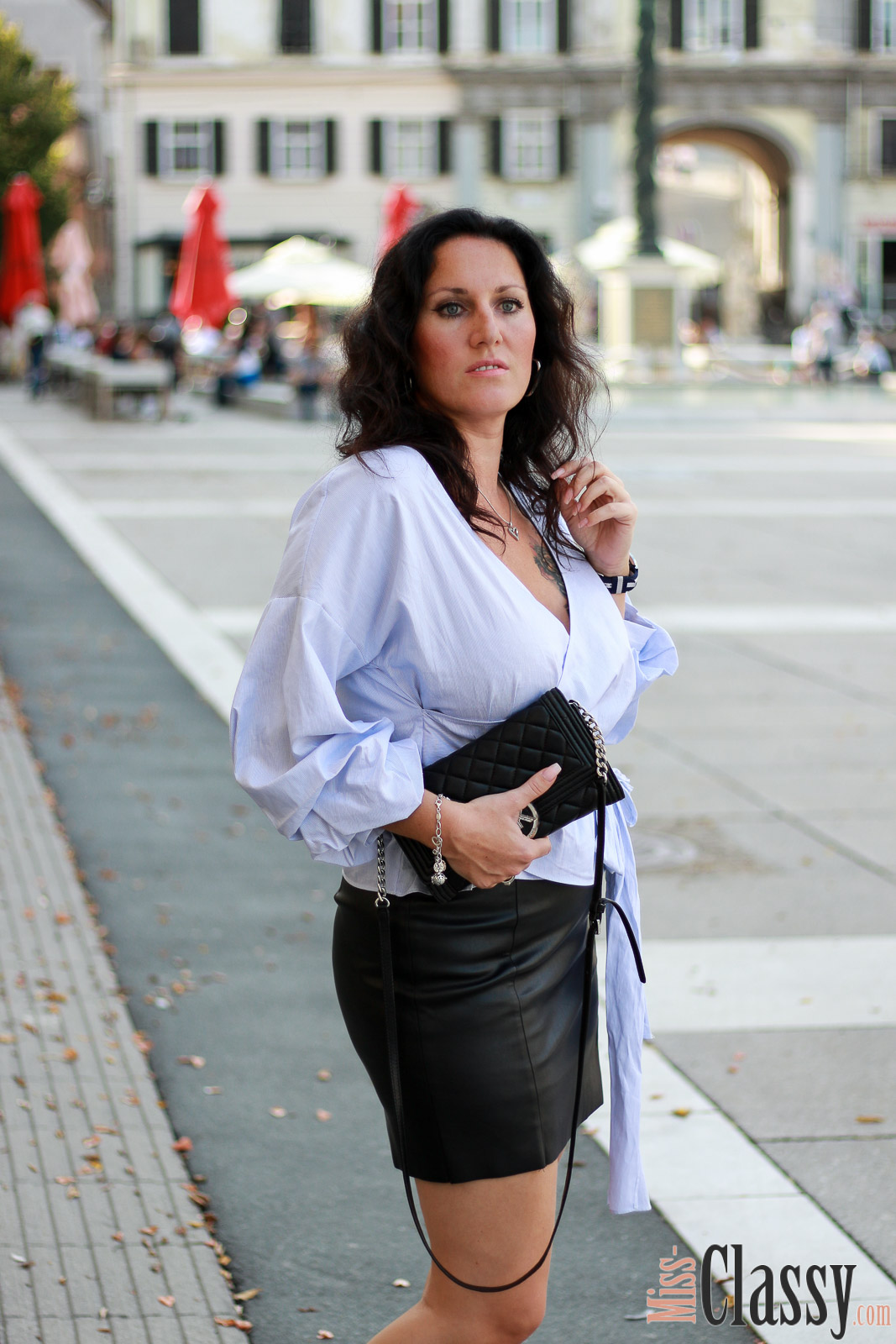 OUTFIT: Lederrock und blau-weiß gestreifte Wickelbluse - 4Stylez4U, Miss Classy, Fashion Blog, Lifestyle Blog, Blogger Graz, classy, Lederrock, blau-weiße Wickelbluse von H&M, Herbstmode