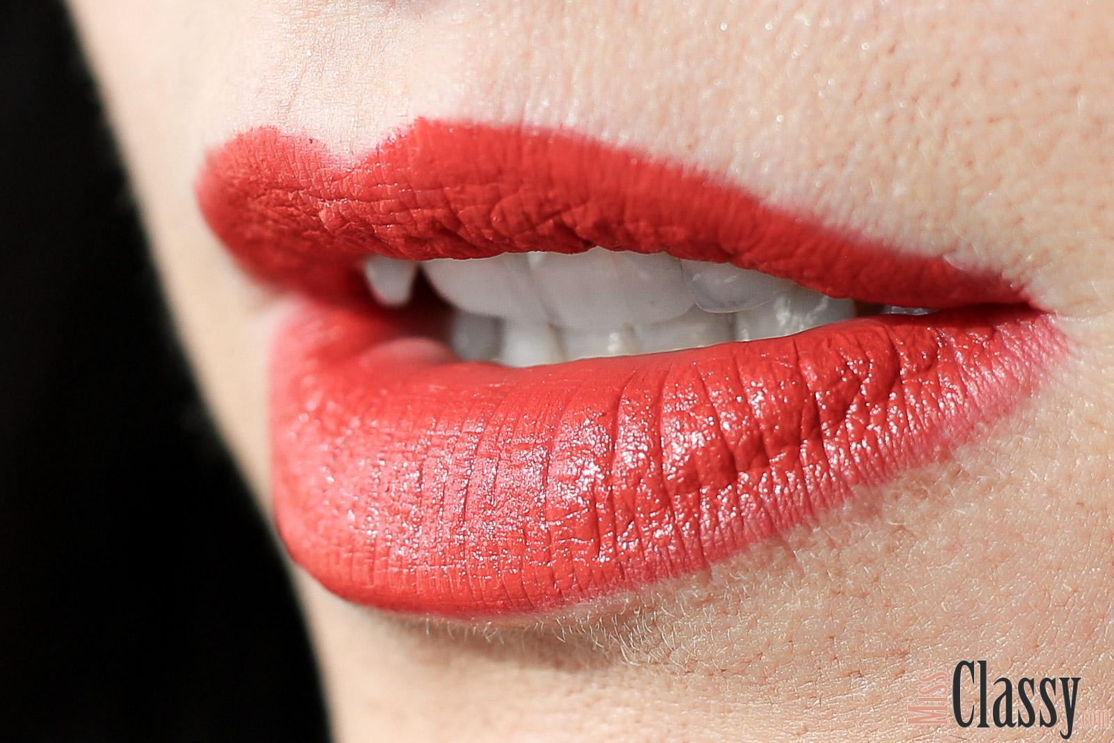 BEAUTY: MAC Cosmetics Lippenstift - Lady Danger, Miss Classy, Grazer Beauty Blog, Lifestyle Blog, Bloggerin Graz, Beauty, Kosmetik, Lippenstift, MAC Cosmetics, Lady Danger, Matte Finish, Lippenstift Tragefoto, Lippen, Korallroter Lippenstift