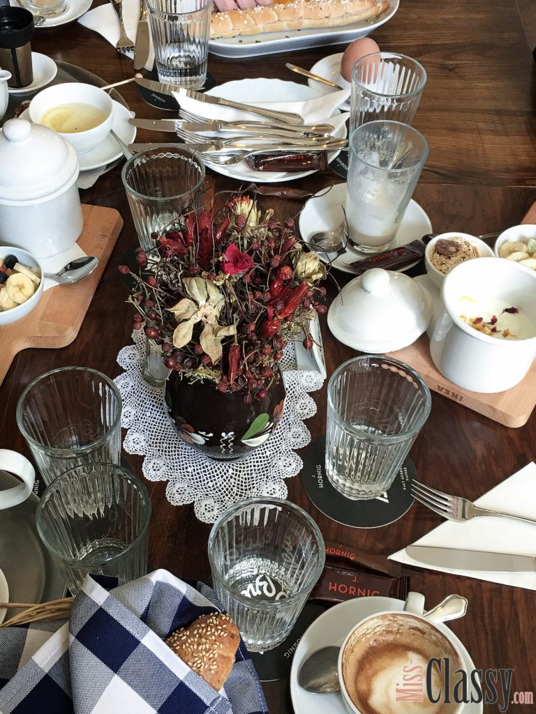 LIFESTYLE: Frühstücken und Brunchen in Graz - Miss Classys liebste Frühstückslokale, Miss Classy, Lifestyle Blog Graz, Graz, Steiermark, Österreich, classy, beclassy, Frühstück, Cafe Fotter, Traditionsreiche Kaffeehauskultur in Graz, Hörsaal F, eines der ältesten Kaffeehäuser in Graz, nostalgischer Charme, Frühstücken im romantischen Rosengarten