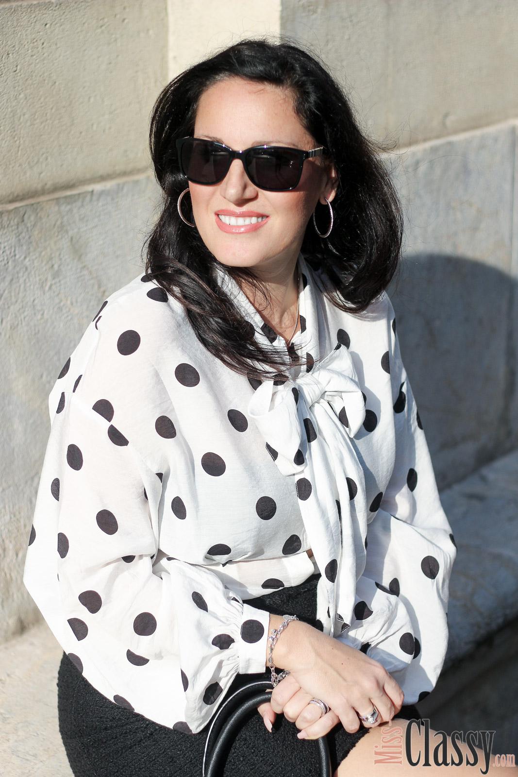 outfit polka dot bluse mit kurzem rock im business style. Black Bedroom Furniture Sets. Home Design Ideas