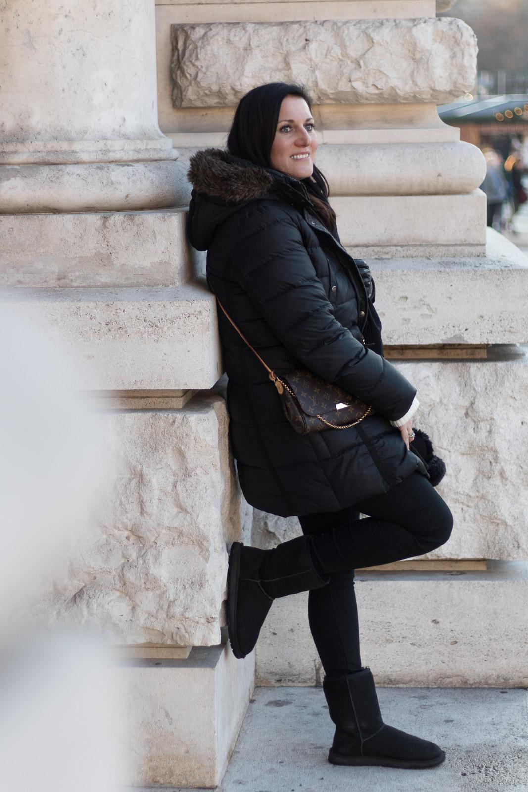 LIFESTYLE Fashionfotos mit der spiegellosen Systemkamera Canon EOS M6, Miss Classy, Lifestyle Blog Graz, classy, Canon Austria, Canon, Liveforthestory, Live for the Story, Christkindlmarkt, Weihnachtsmarkt, Wien, Rathausplatz, Canon EOS M6, Spiegellose Systemkameras von Canon, Wiener Fotoschule, EF 50mm f/1.8 STM, Adapter für EF Objektive EF-EOS M, Fashionfotografie, Fashionmodel, Winterjacke von Marc O'Polo, Lederhandschuhe von Comma, Clutch Favorite von Louis Vuitton, UGG