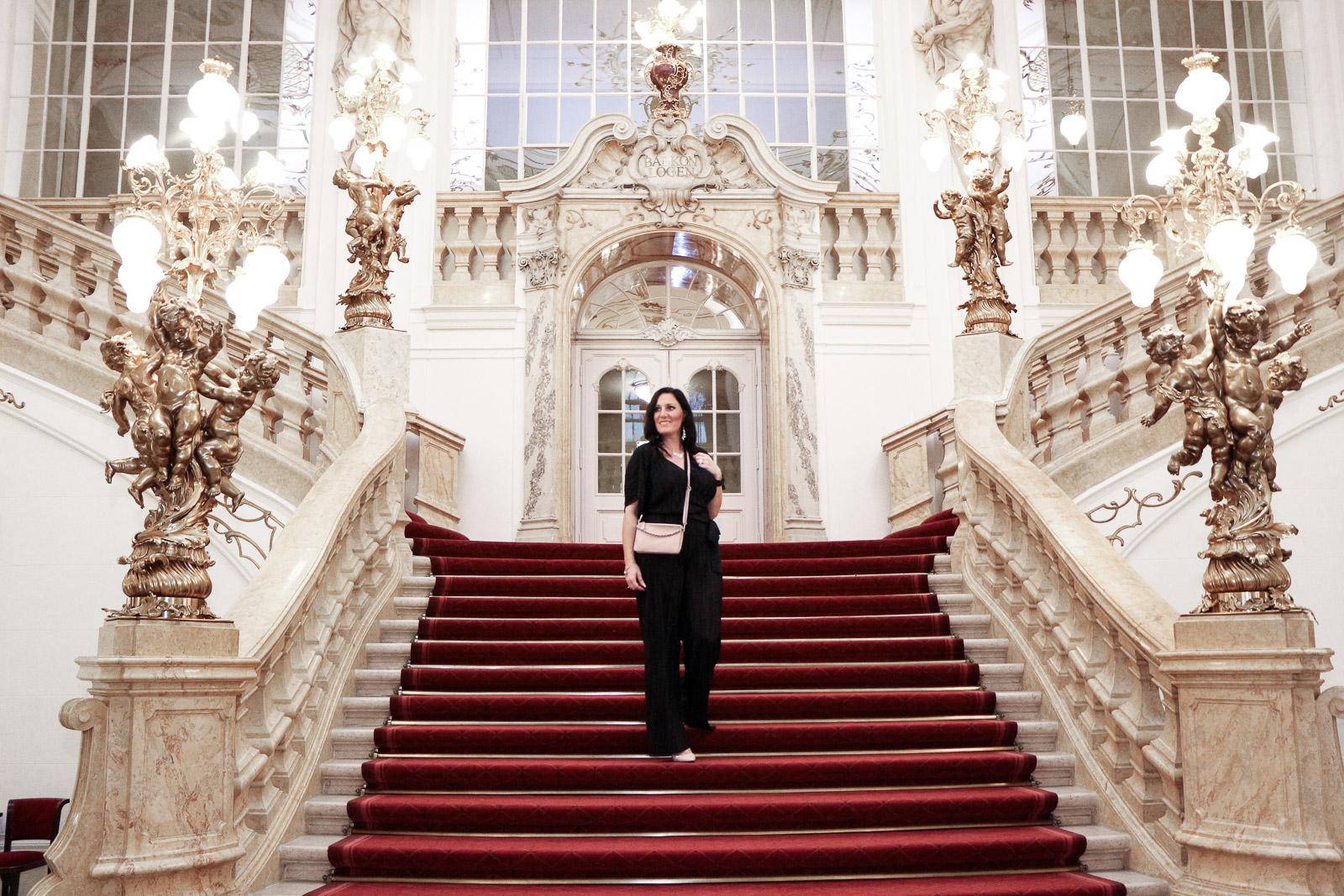 OUTFIT Glamouröser Silvester Look in der Grazer Oper - 4Stylez4U, Miss Classy, Grazer Fashion Blog, Lifestyle Blog, Bloggerin Graz, classy Fashion, Glamouröser Overall von H&M, Classy Jumpsuit, Pumps, High Heels, Oper Graz, Grazer Oper, Glamour, Schmuck von Swarovski