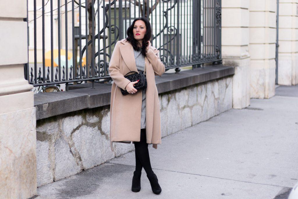 Glencheck Kleid mit Camel Coat – so style ich mein Kleid im Winter