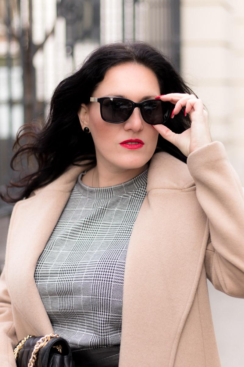 Kariertes Kleid mit Camel Coat - so style ich mein Kleid im Winter, Fashion Blog, Mode Blog, Bloggerin Graz, Grazer Fashion Blog, classy Fashion, Miss Classy, Camel Coat, kariertes Kleid, schwarze Strumpfhose, Stiefeletten, Handtasche von Michael Kors, Taillengürtel aus Leder