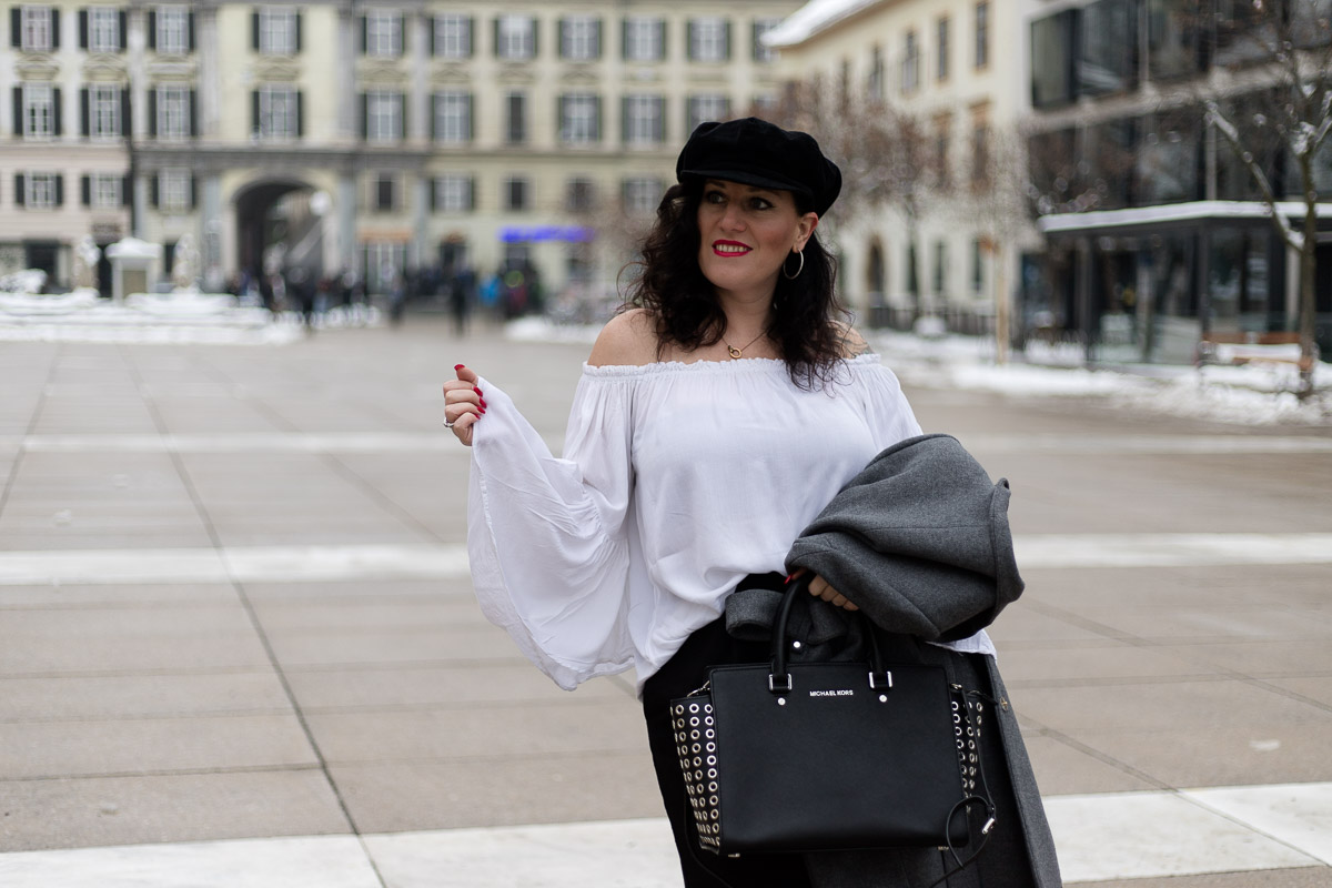 Culotte mit weißer Off-Shoulder Bluse und grauem Mantel, hochgeschnittene schwarze Culotte mit Bindegürtel, weiße Off-Shoulder Bluse, Baker Boy, Michael Kors Handtasche Selma Grommet, Fashion Blog, Mode Blog, Blogger Graz, Fashion Blog Graz, Miss Classy