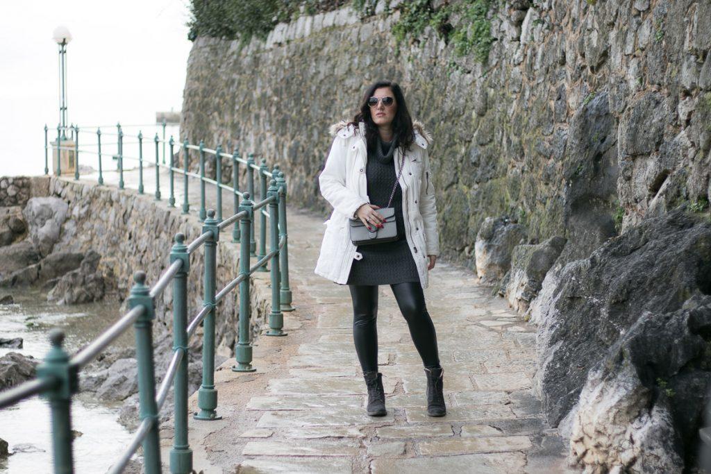 Weißen Parka kombinieren – Winter Outfit mit Lederleggings und Marc O'Polo Boots