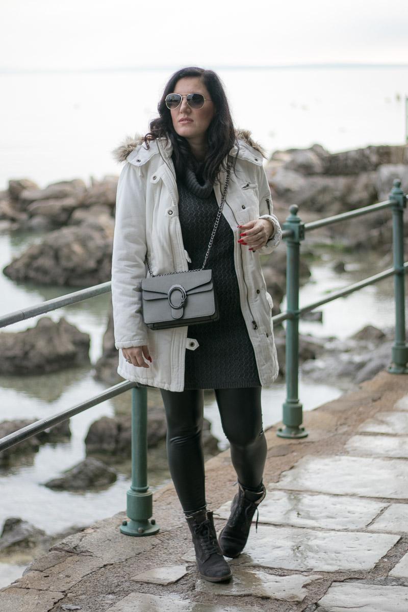 Weißen Parka kombinieren - Mein Winter Outfit mit Lederleggings und Marc O'Polo Boots, Outfit weißer Parka, Lederleggings kombinieren, Lederleggings im Winter tragen, Fashion Blog, Mode Blog, Blogger Graz, Fashion Blog Graz, Miss Classy, Handtasche von SassyClassy