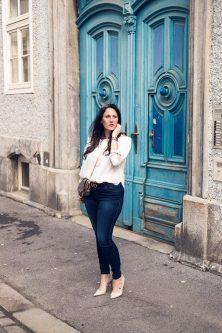 Outfit mit weißer Off-Shoulder Bluse und Gucci Gürtel mit Doppel G Schnalle, H&M, Gucci, Louis Vuitton, Vero Moda, Peter Kaiser, Favorite von Louis Vuitton, High Heels, Fashionblog, Modeblog, Blogger Graz, Fashion Blog Graz, Miss Classy