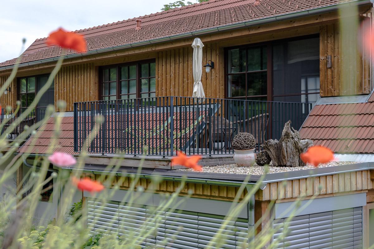 Terrasse der Lavendel Suite - Der Arkadenhof – #hideaway im Südburgenland // Der Arkadenhof, Dreikanthof, idyllischen Urlaubsdomizil, Entspannung, Reiseblog Österreich, www.miss-classy.com #burgenland #reise #reiseblog #arkadenhof #derarkadenhof