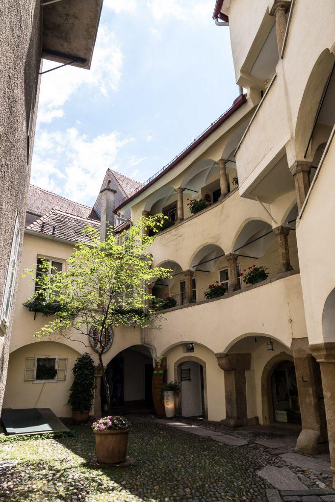 Wunderschöner Innenhof, Sporgasse, Ein Tag durch Graz, Kleine Zeitung, #graz, #grz, Lifestyleblog, Graz Tipps, Blogger Graz, Blog Graz, Miss Classy
