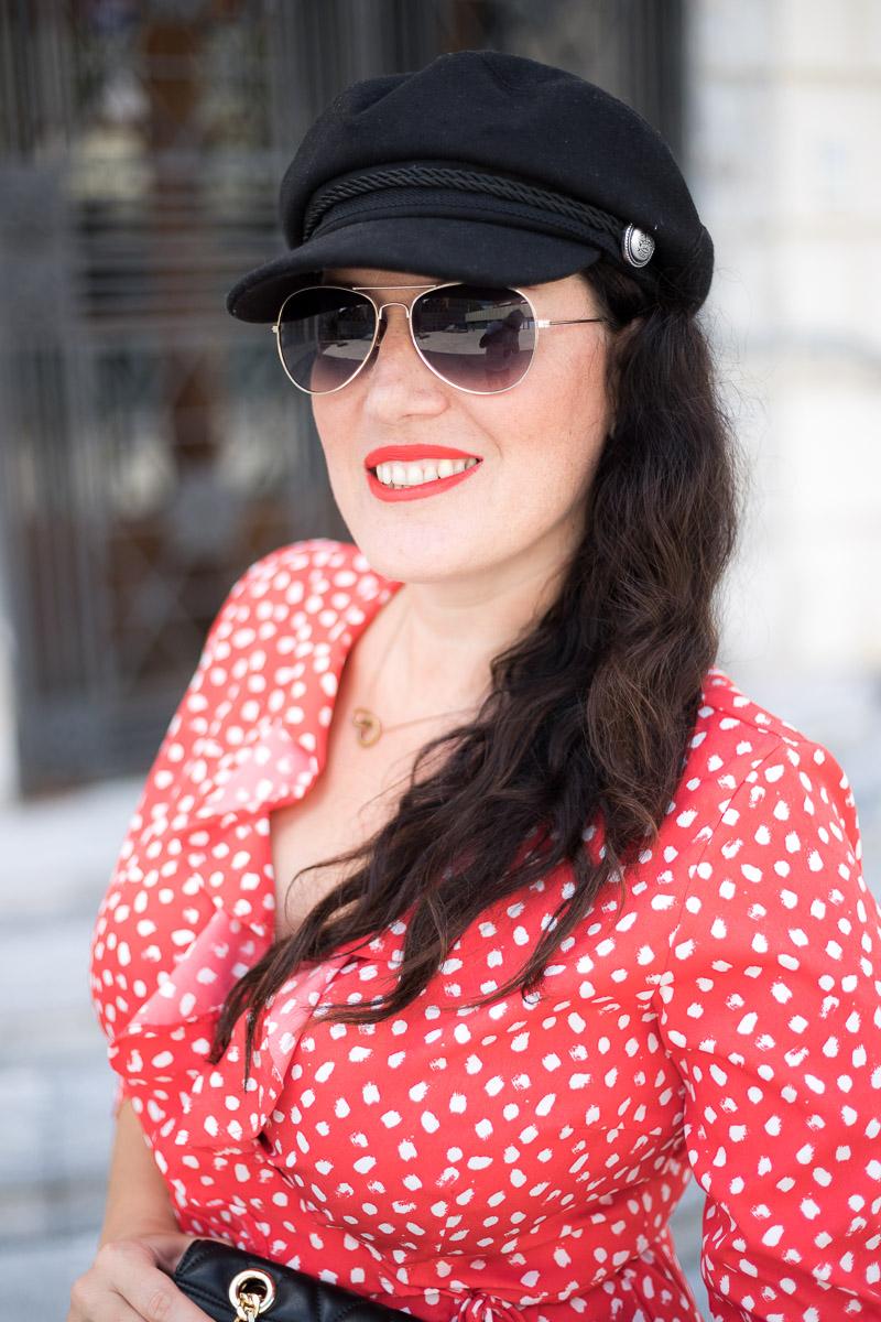 Rotes Wickelkleid mit Polka Dots, Kleid von Vero Moda, Michael Kors Handtasche, Mules von H&M, Baker Boy Hat, Fashionblog, Modeblog, Blog Graz, Fashion Blog Graz, Miss Classy