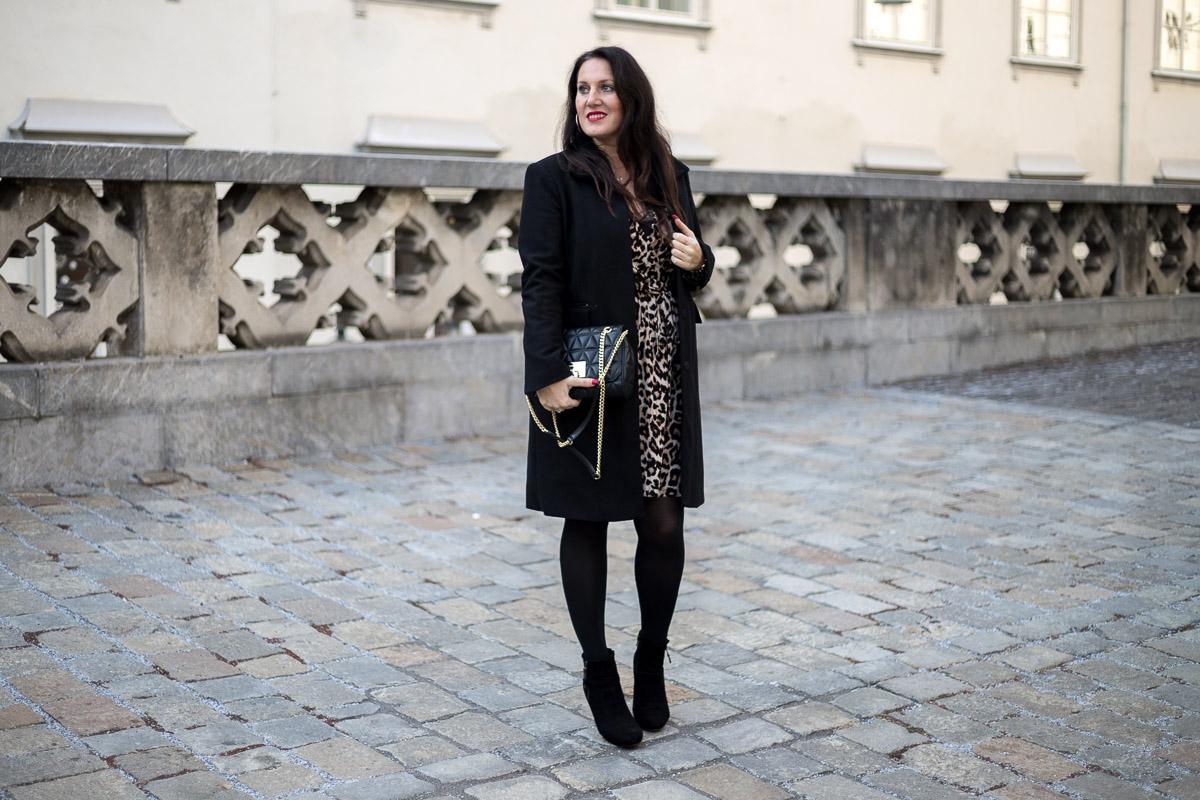So style ich mein Leoprint-Kleid