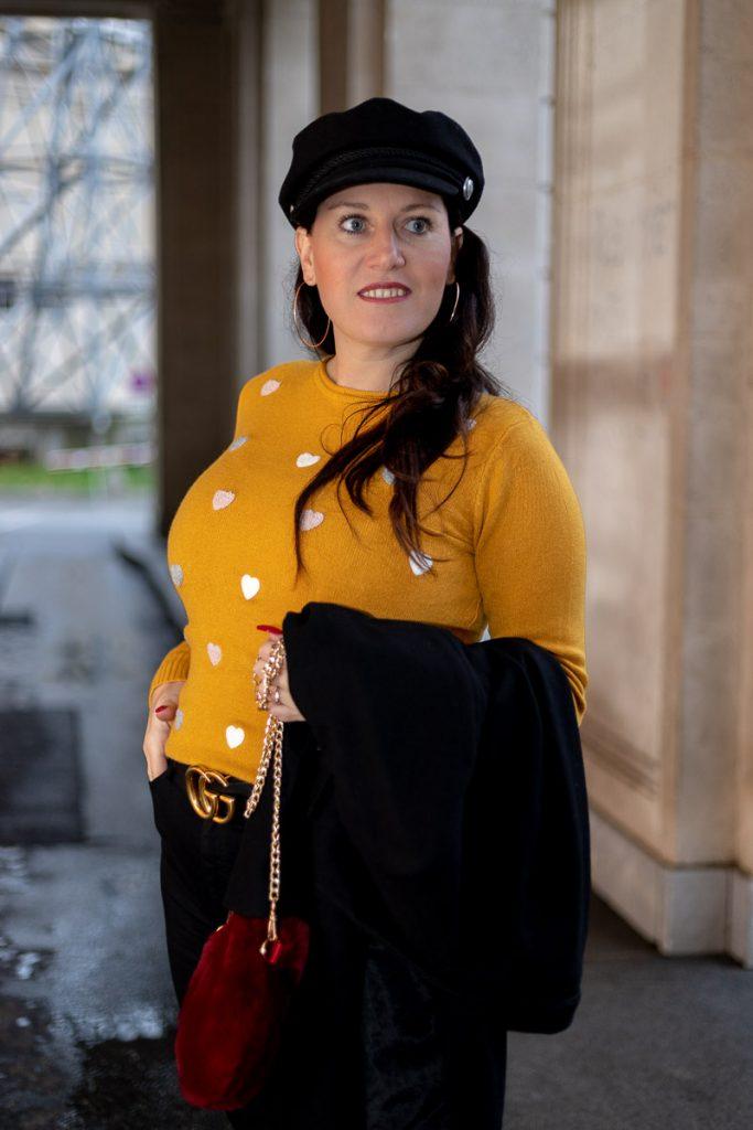 Italienische Liebe - mein senfgelber Pullover mit Herzchen vom Number One Store Graz, flauschige bordeauxrote Handtasche Gucci Gürtel mit Doppel G Schnalle, Wollmantel, Fashionblog, Modeblog, Blog Graz, Fashion Blog Graz, Miss Classy