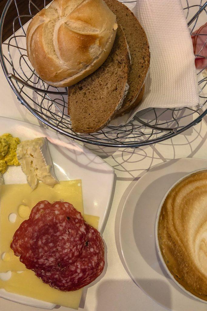 Frühstücksbuffet im Baristas am Tummelplatz in Graz // Frühstück in Graz, frühstücken in Graz, Sonntagsbrunch, Brunch in Graz, Brunchen in Graz, Graz Blog, www.miss-classy.com #frühstück #brunch #frühstücksbuffet #graz