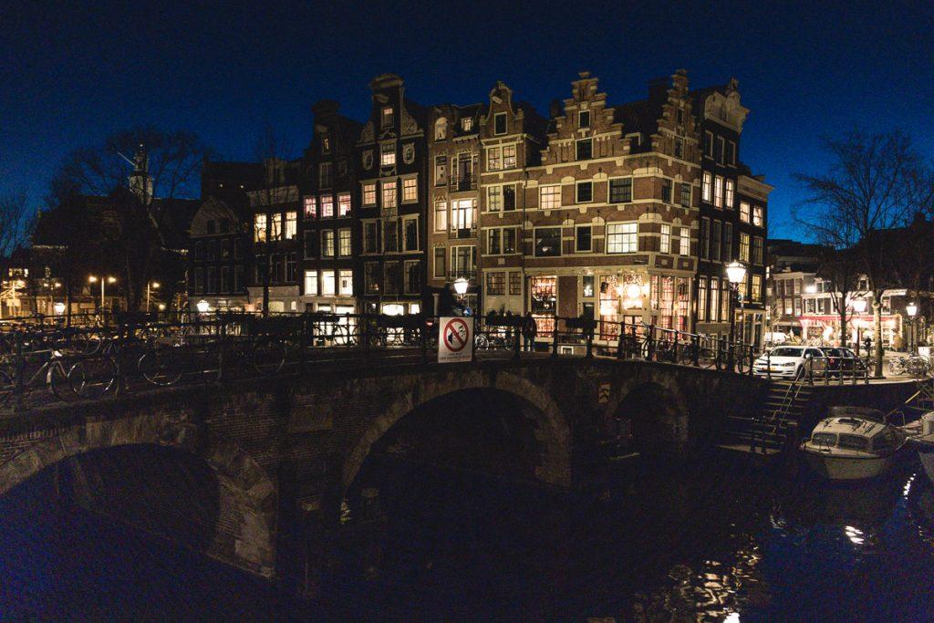 Amsterdam Reiseblog - Lekkeresluis bei Nacht