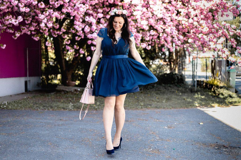 Love is in the Air – Mein Brautjungfernkleid in marineblau