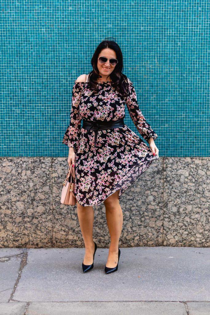 Blumenkleid mit Bindegürtel von Number One Graz - italienische Mode kaufen in Graz // Graz Blog, www.miss-classy.com #numberone #italienischemode #graz #fashion #italien #modeparadies