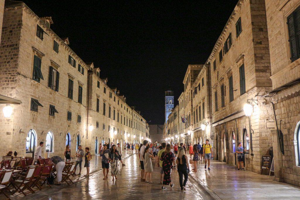 Stradun, Dubrovnik - Kroatien // Kroatien - die schönsten Reisziele und Urlaubsorte im Land der 1000 Inseln, Highlights & Tipps, Kroatien-Trip, Kroatien Blog, www.miss-classy.com #kroatien #reise #reiseblog #dubrovnik