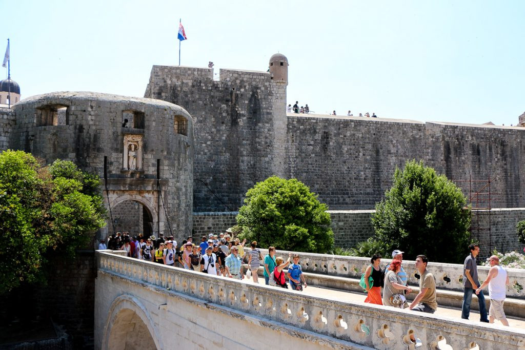 Pile-Tor, Dubrovnik - Kroatien // Kroatien - die schönsten Reisziele und Urlaubsorte im Land der 1000 Inseln, Highlights & Tipps, Kroatien-Trip, Kroatien Blog, www.miss-classy.com #kroatien #reise #reiseblog #dubrovnik