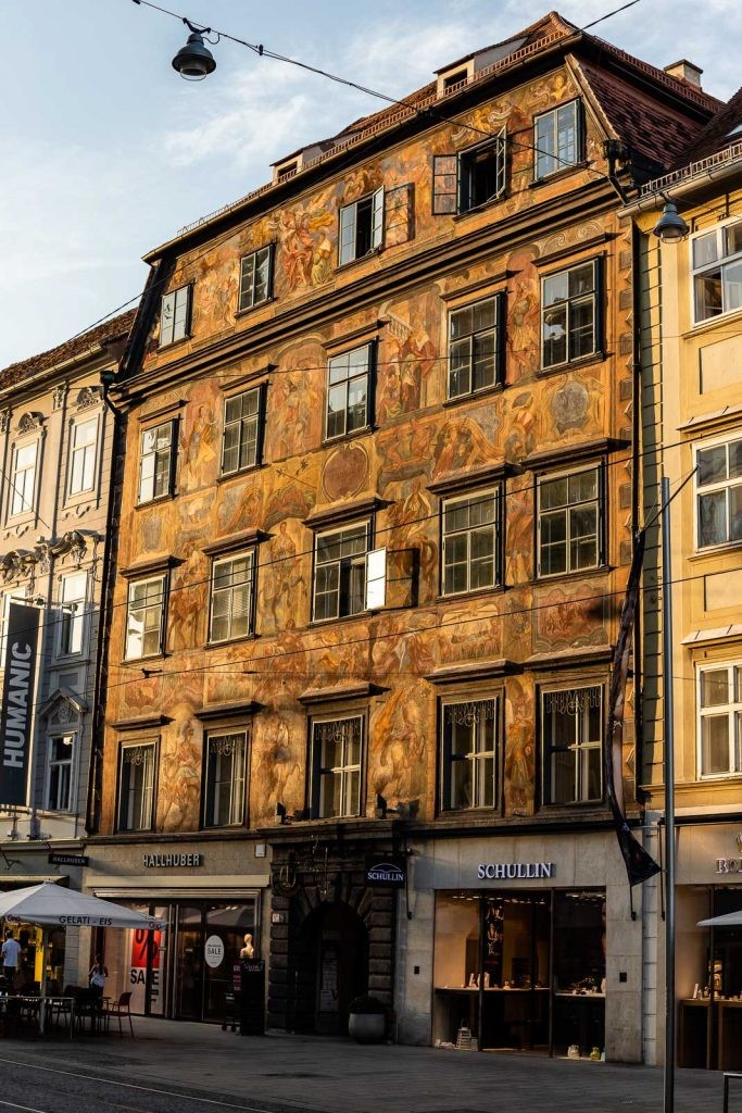 Gemaltes Haus in der Herrengasse Graz
