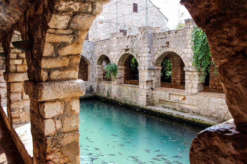 Starigrad, Insel Hvar - Kroatien // Kroatien - die schönsten Reisziele und Urlaubsorte im Land der 1000 Inseln, Highlights & Tipps, Kroatien-Trip, Kroatien Blog, www.miss-classy.com #kroatien #reise #reiseblog #hvar