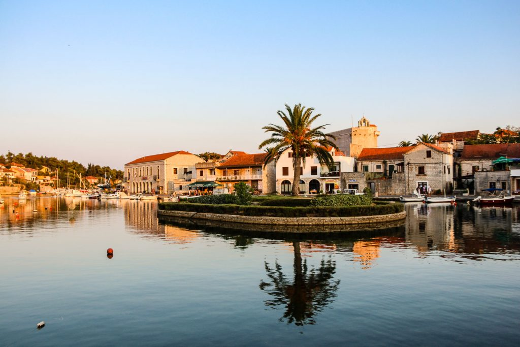 Vrboska, Insel Hvar - Kroatien // Kroatien - die schönsten Reisziele und Urlaubsorte im Land der 1000 Inseln, Highlights & Tipps, Kroatien-Trip, Kroatien Blog, www.miss-classy.com #kroatien #reise #reiseblog #hvar