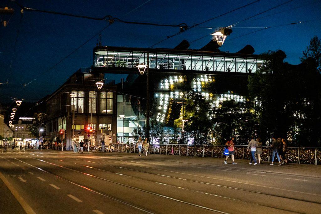 Kunsthaus Graz - Friendly Alien bei Nacht