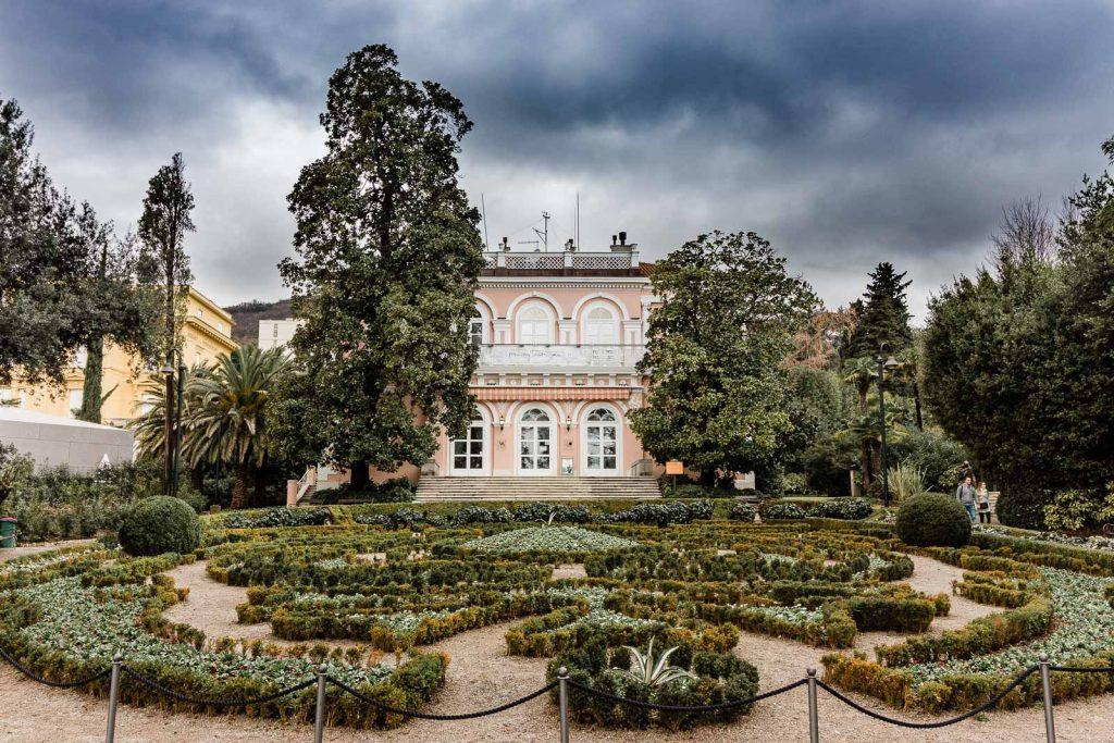 Opatija - Kroatien // Kroatien - die schönsten Reisziele und Urlaubsorte im Land der 1000 Inseln, Highlights & Tipps, Kroatien-Trip, Kroatien Blog, www.miss-classy.com #kroatien #reise #reiseblog #opatija #kvarner