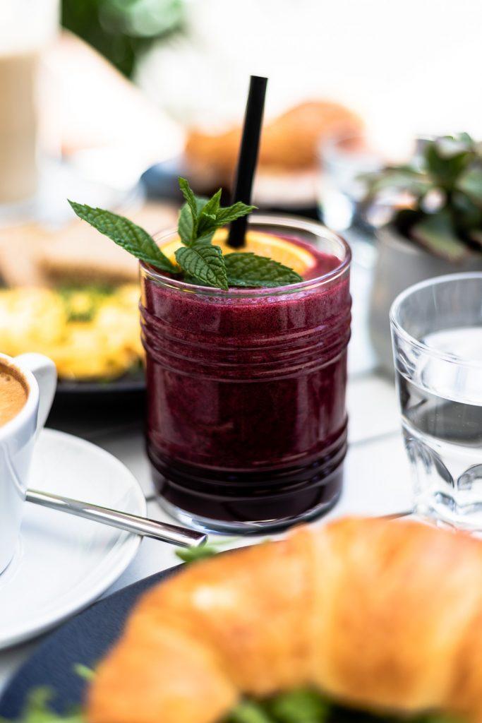 Berry Smoothie, Frühstück im Schäffners am Tummelplatz in Graz