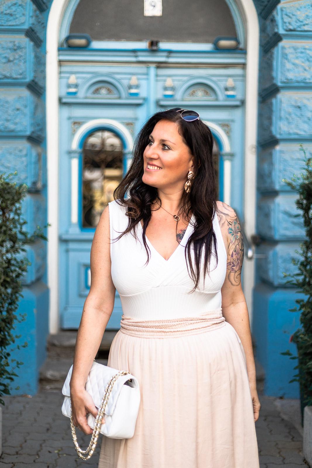 Sommer Outfit mit rosa Maxirock und weißem Body