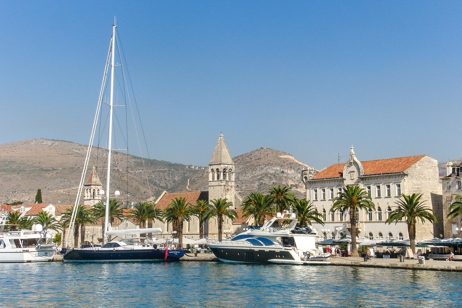 Trogir - Kroatien // Kroatien - die schönsten Reisziele und Urlaubsorte im Land der 1000 Inseln, Highlights & Tipps, Kroatien-Trip, Kroatien Blog, www.miss-classy.com #kroatien #reise #reiseblog #trogir