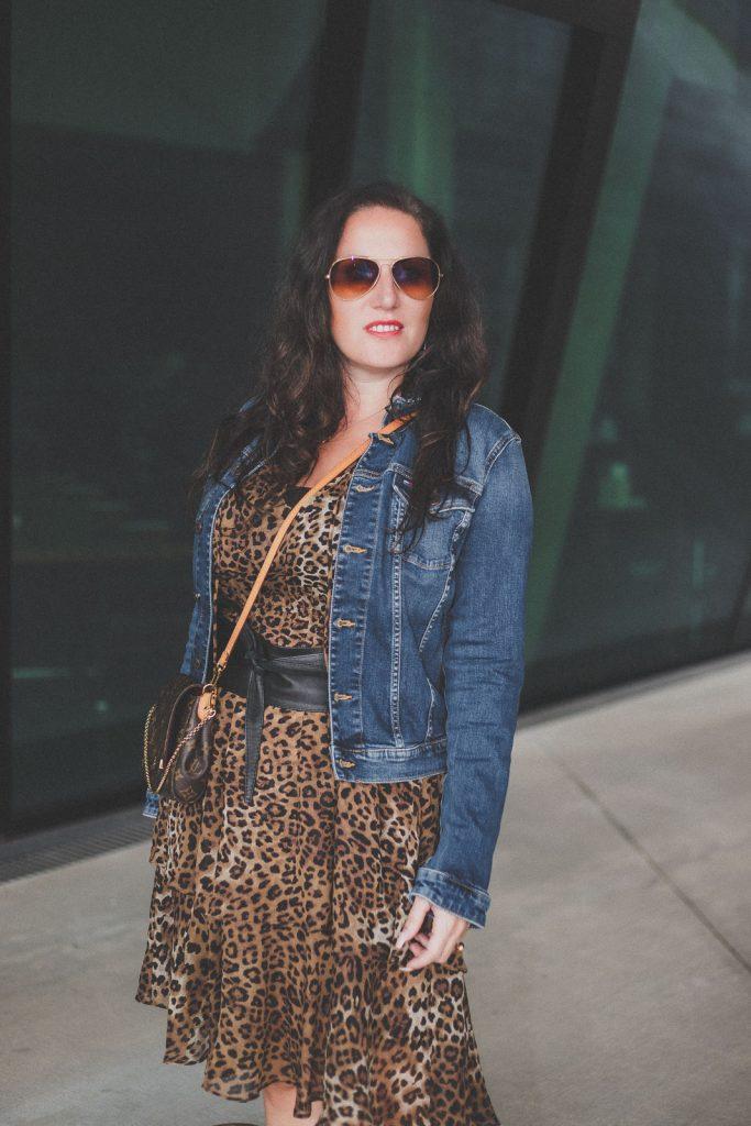 Übergangsjacken - unverzichtbare Must-Have Jacken für den Herbst // Jeansjacke, Herbstoutfit, Modeblog, www.miss-classy.com #jeansjacke #mode #fashionblogger #modetrends