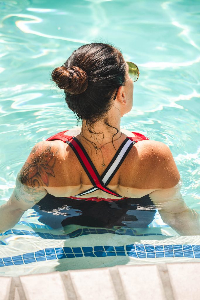 Doris im Swimming Pool des Best Western Plus Las Brisas Hotels