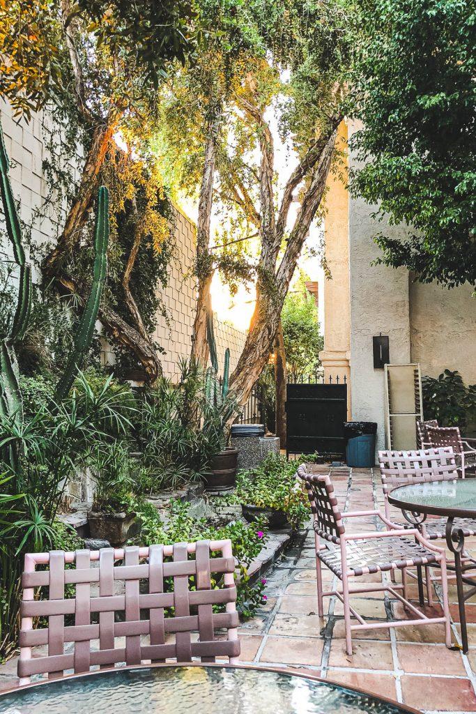 Frühstücksterrasse im Best Western Plus Las Brisas Hotel Palm Springs